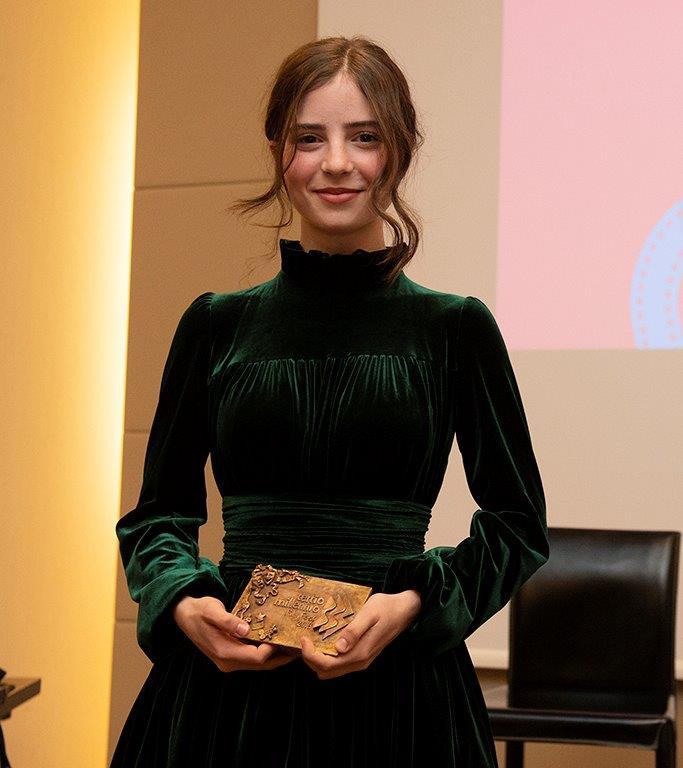Ginevra Francesconi riceve il Premio Rivelazione ai RDC Awards